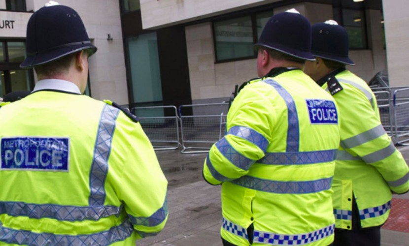 Высоких светловолосых инопланетян на поле в Великобритании обнаружил полицейский