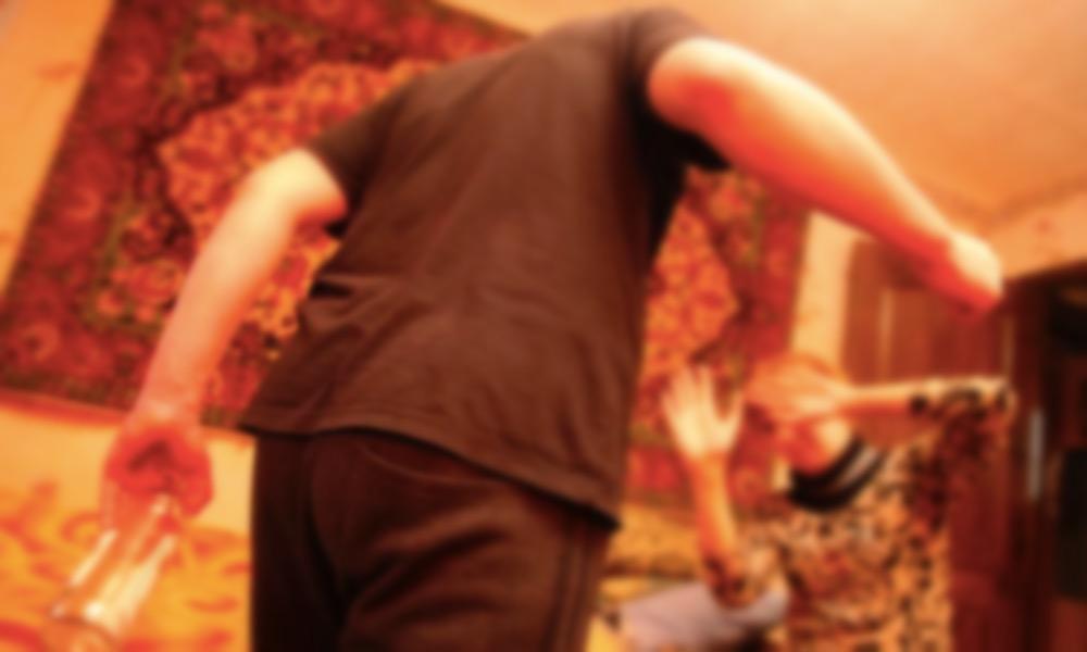 Житель Архангельска зарезал товарища и надругался над его женой во время праздника