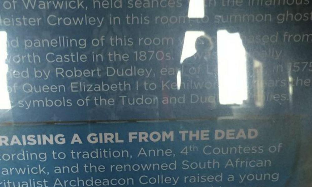 «Воскрешенная колдуньей» девочка-призрак появилась в старинном замке и напугала туристку