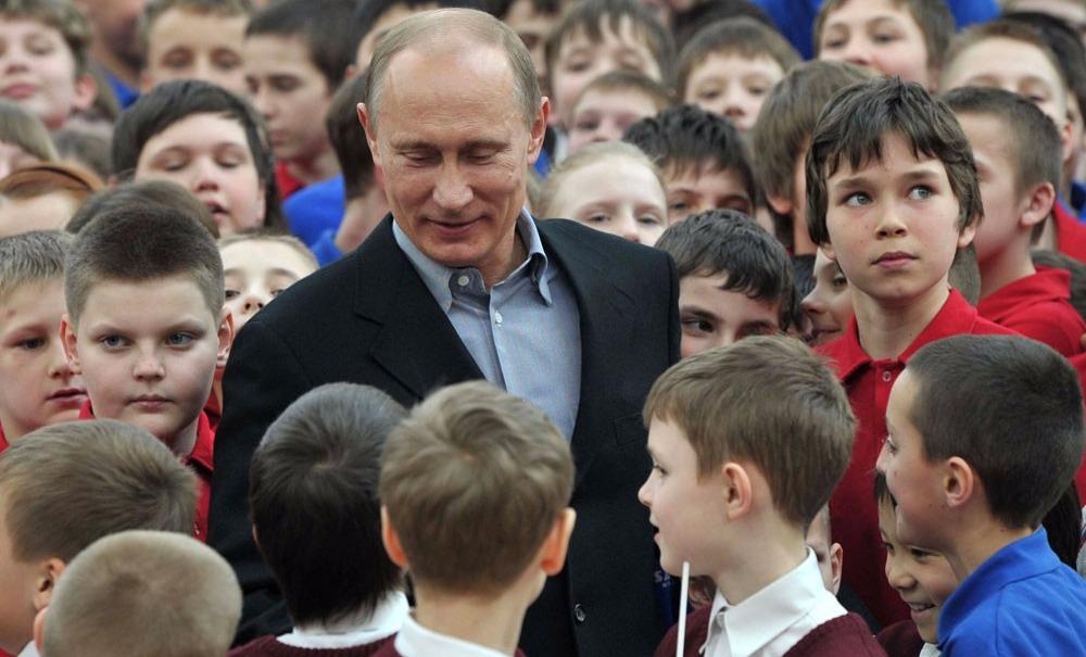 Путин поручил правительству, ФСБ и Росгвардии лицензировать и защитить места детского отдыха