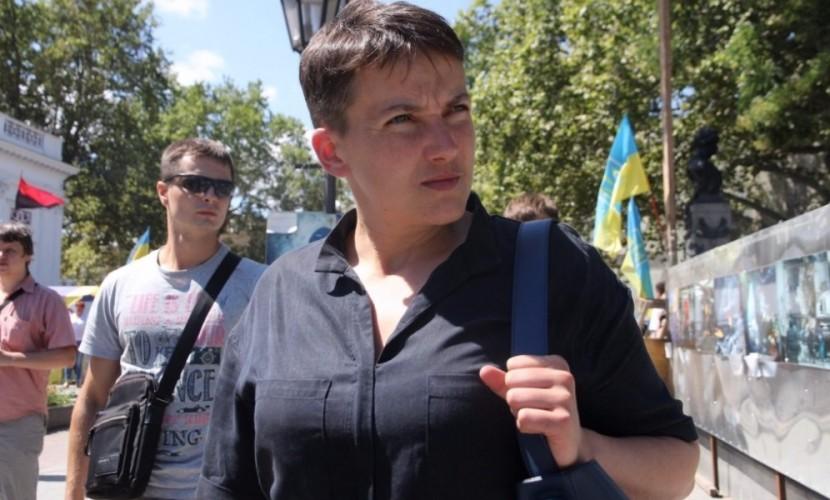 Мужчины произвели атаку с яйцами на Савченко и промахнулись на митинге в Одессе
