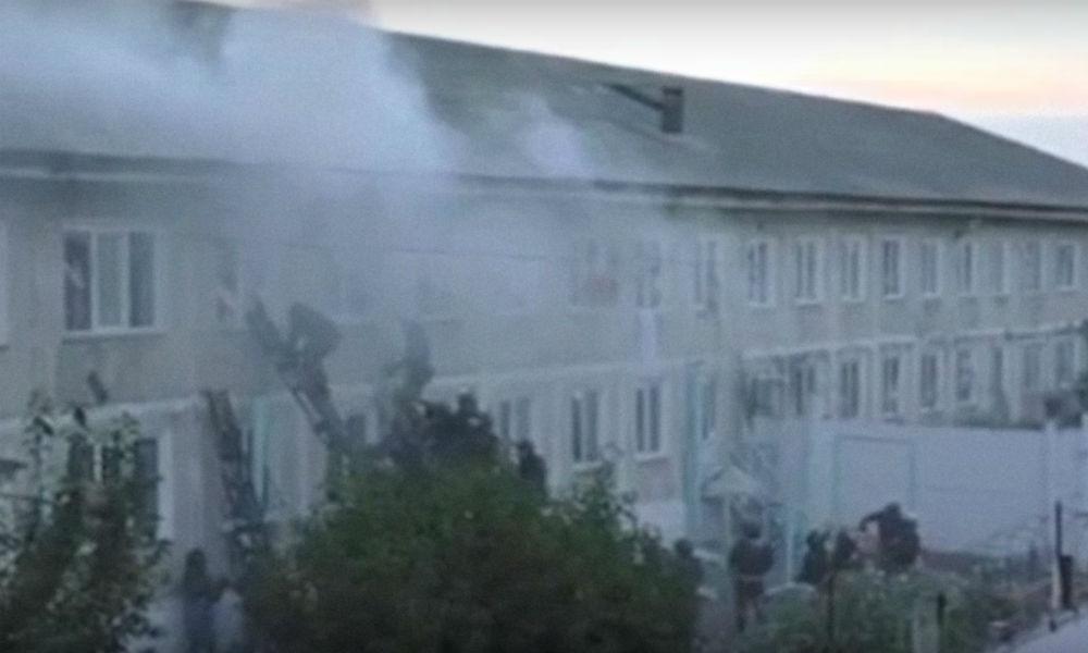 Штурм устроивших погром зеков бойцами спецназа в Хакасии попал на видео
