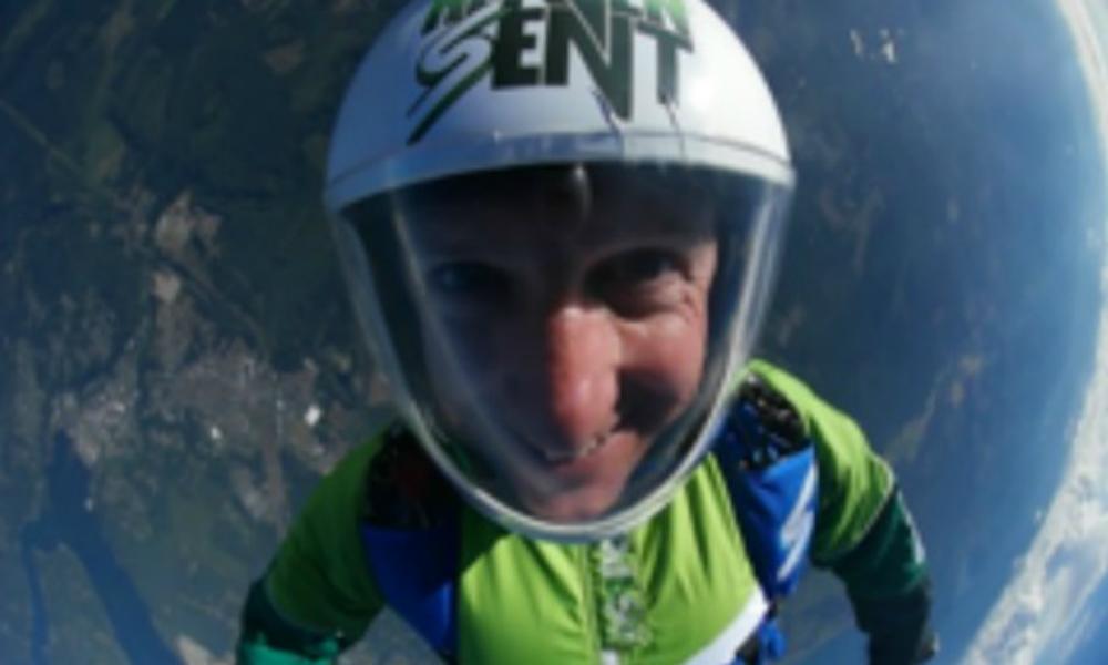 Скайдайвер совершил прыжок без парашюта с высоты 7,6 тысячи метров