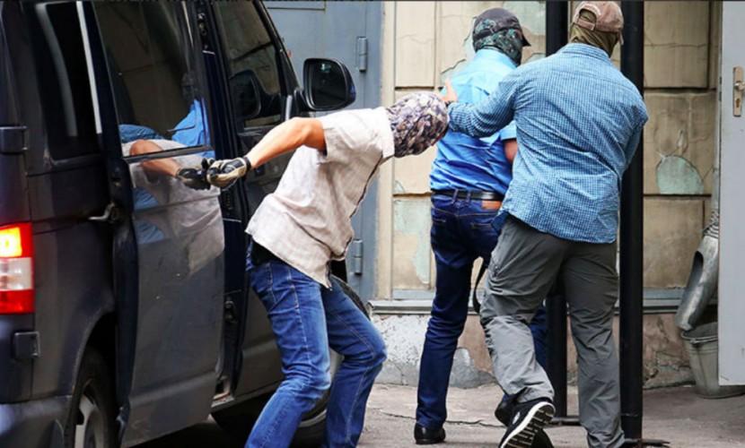 Троих высокопоставленных сотрудников Следственного комитета арестовали на два месяца по делу о крупных взятках