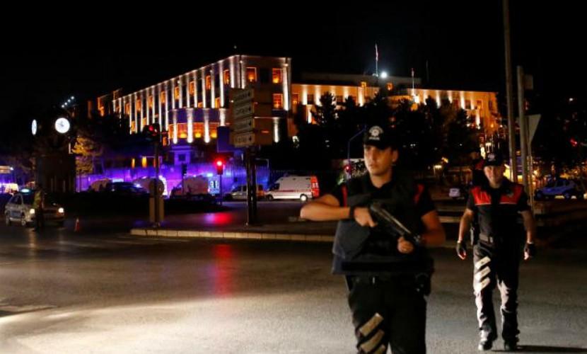 Министр обороны Турции: Большинство военных выступают против перелома