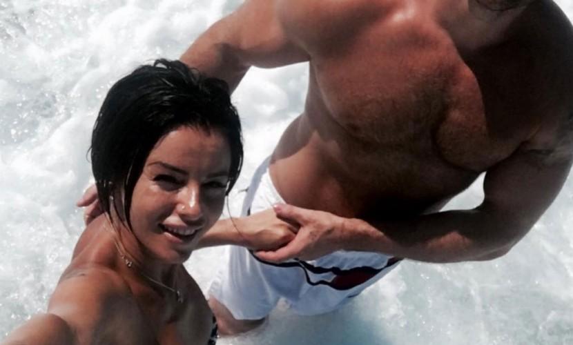 Певица Юлия Волкова в бикини показала нового мускулистого возлюбленного