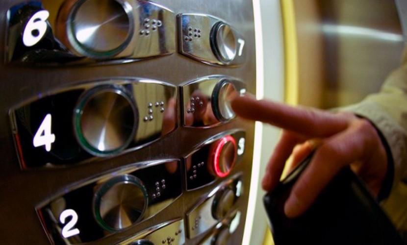 Голову годовалого ребенка зажало дверьми лифта в Нижнем Новгороде