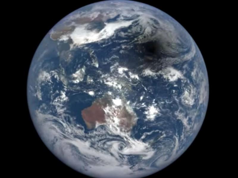 Завораживающее двухминутное видео года жизни Земли из космоса опубликовало NASA