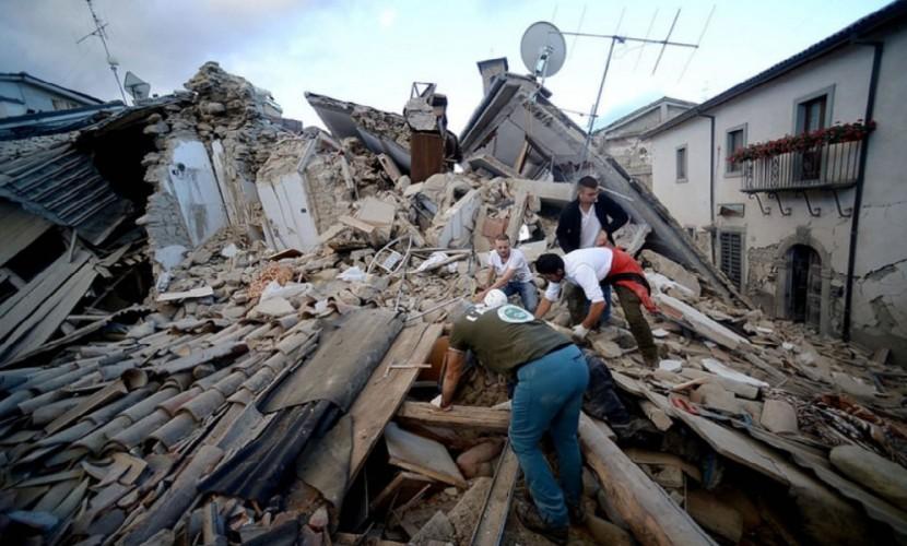 Восьмилетняя девочка ценой жизни спасла младшую сестренку — Землетрясение вИталии