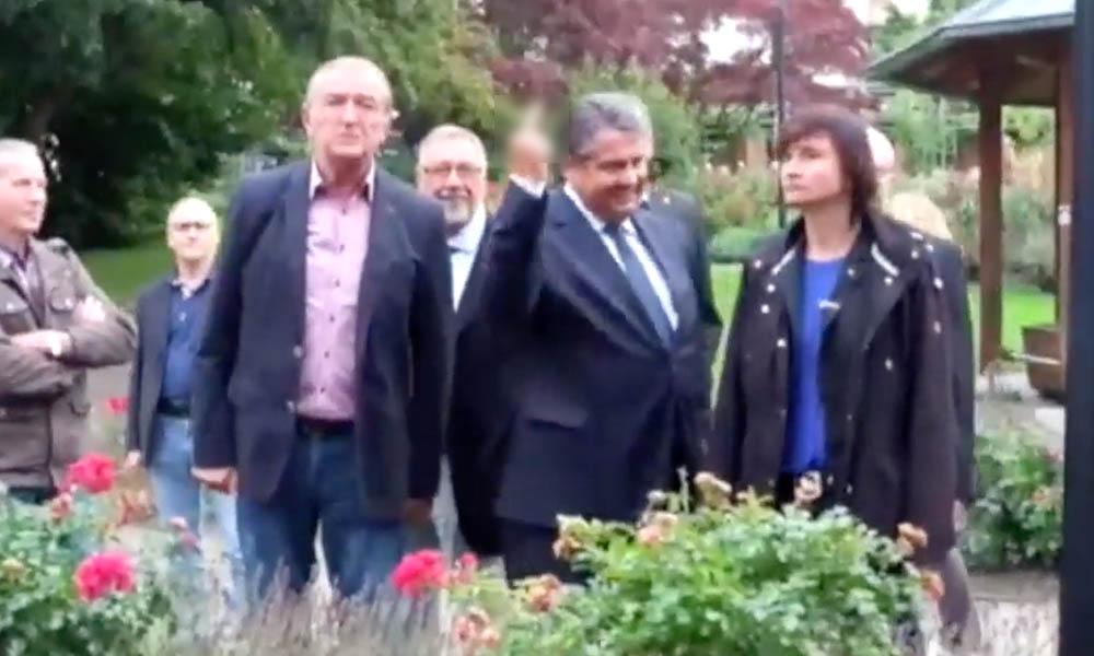Неприличный жест вице-канцлера Германии в адрес протестующих ультраправых попал на видео