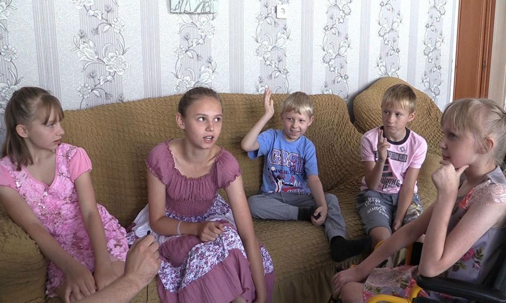 Пятеро детей из Новосибирска дважды пережили смерть своих родителей