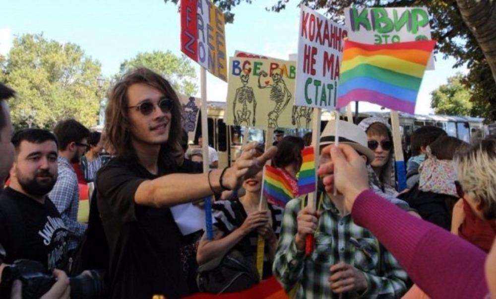 Парад одесских геев и лесбиянок завершился побоищем радикалов с полицейскими