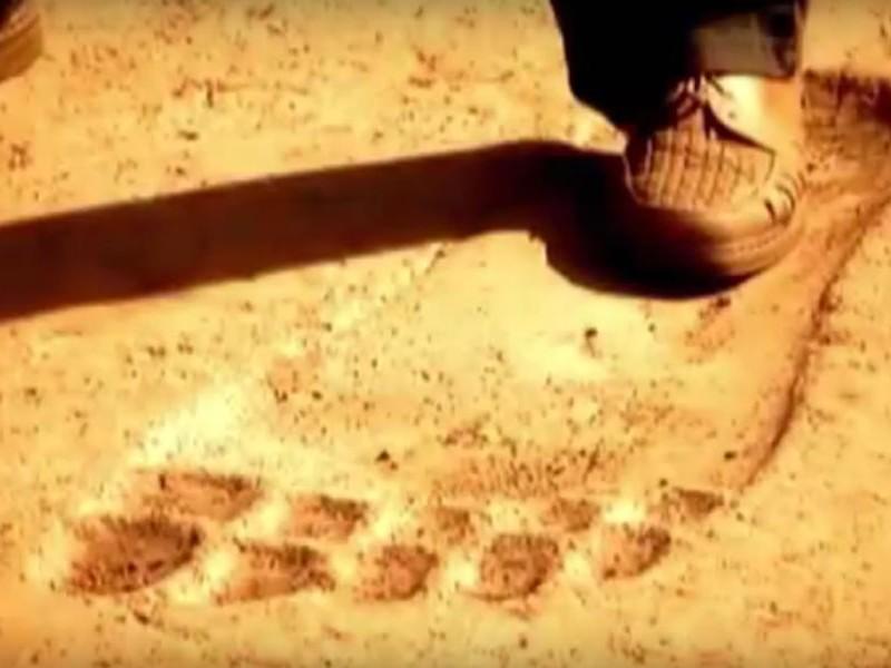 Древние следы великана на камне вызвали недоумение китайских ученых