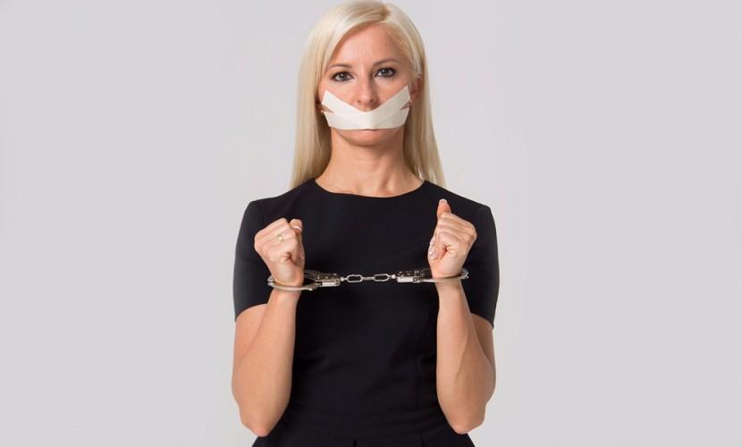 Блондинка-кандидат из «Справедливой России» ответила дерзким фото на отмену дебатов в Москве