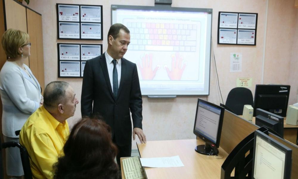 Пенсия в нашей стране выросла в пятнадцать раз, - Медведев