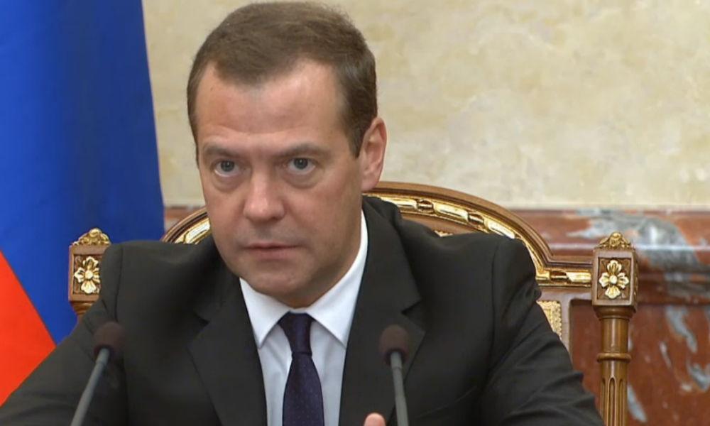 Медведев предложил закон о налоговых льготах для отечественных автомобилей