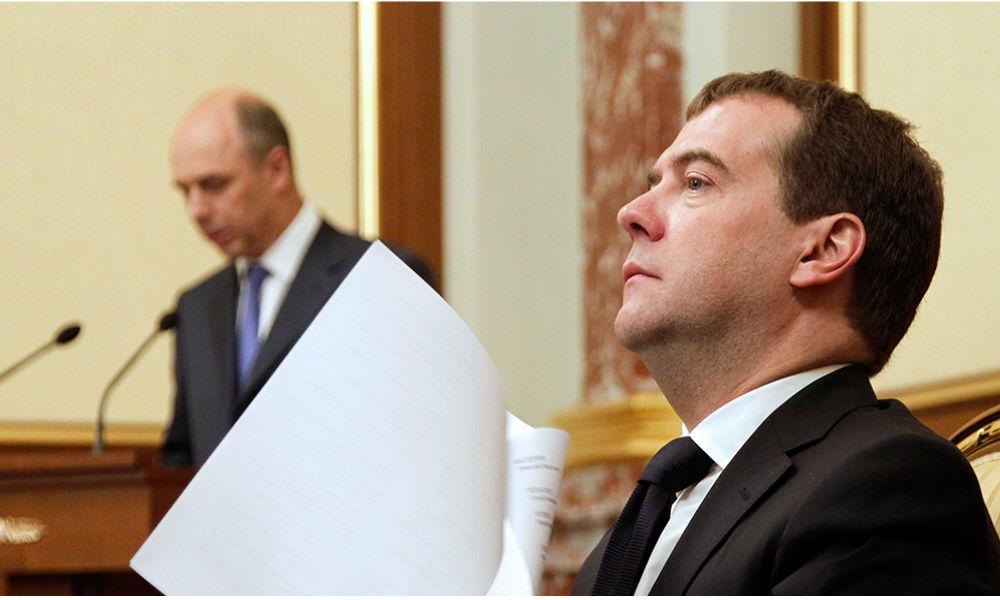 Медведев поручил Улюкаеву и Силуанову подготовить налоговую