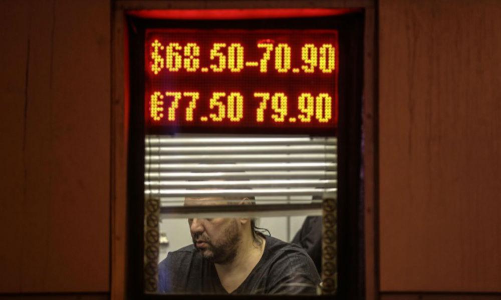 Эксперты назвали неизбежным падение российской валюты до 70 рублей за доллар
