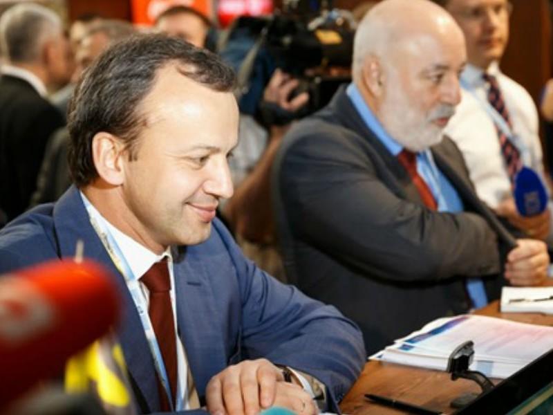 Дворкович предложил защитить Вексельберга газом