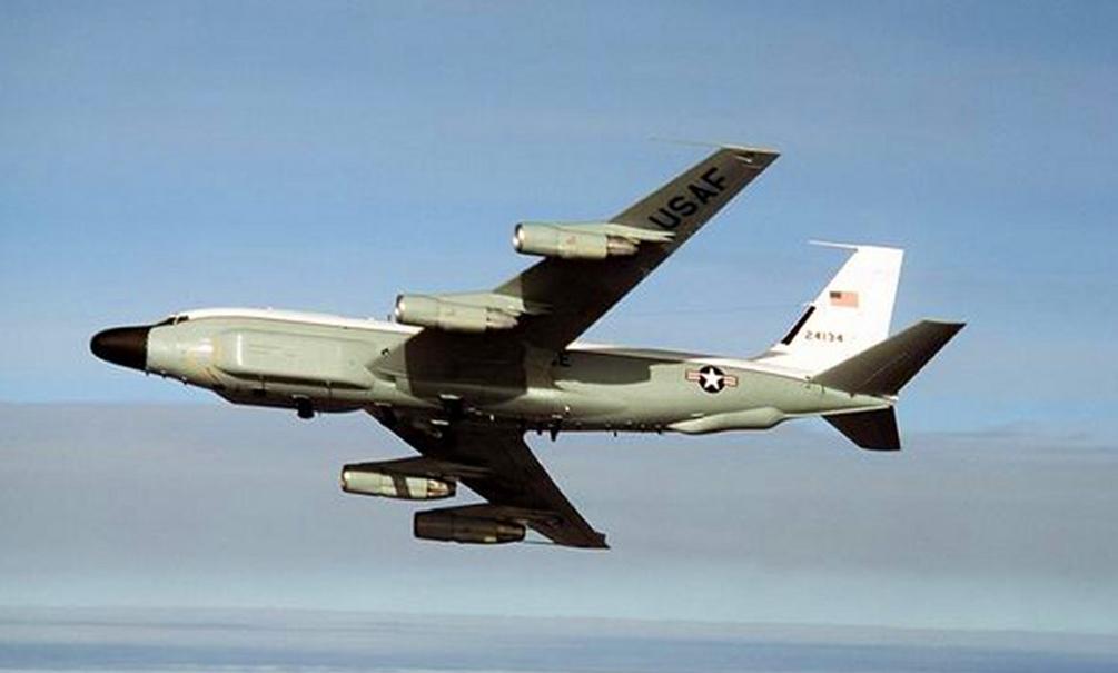 Три самолета-разведчика ВВС США приблизились к границам РФ с запада и востока