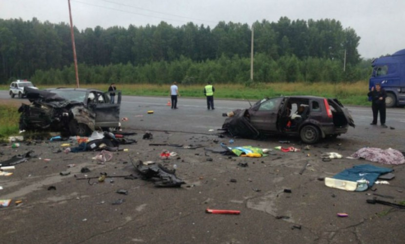 Ребенок, подросток и женщина погибли в жутком столкновении иномарок под Красноярском