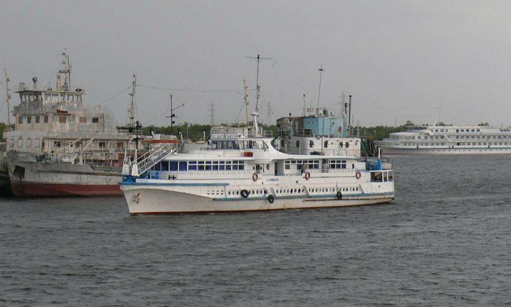 Более ста человек застряли на теплоходе «Степан Аржаков» у берегов Лены