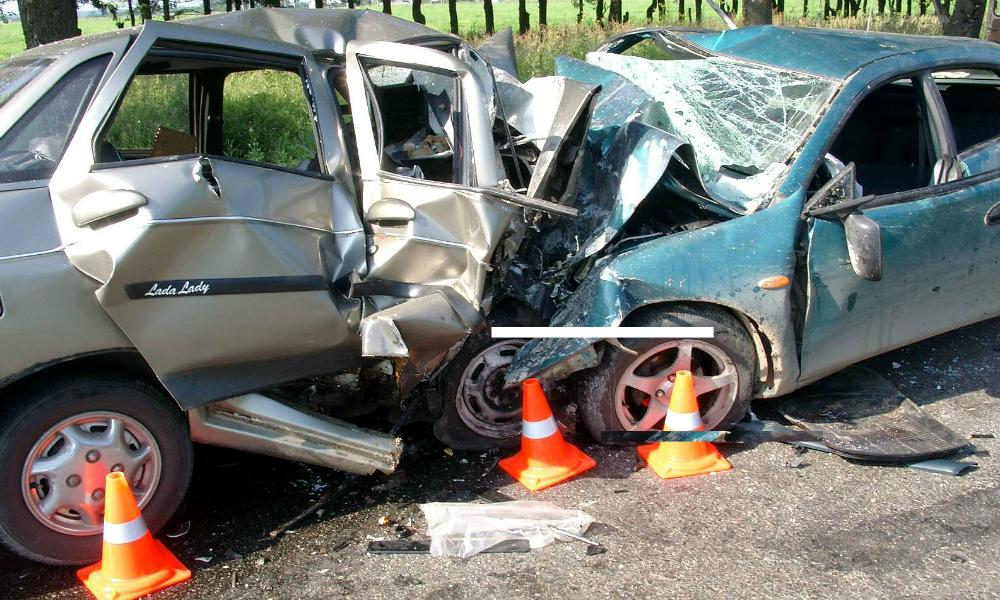 Четыре человека погибли при лобовом столкновении автомобилей под Иркутском