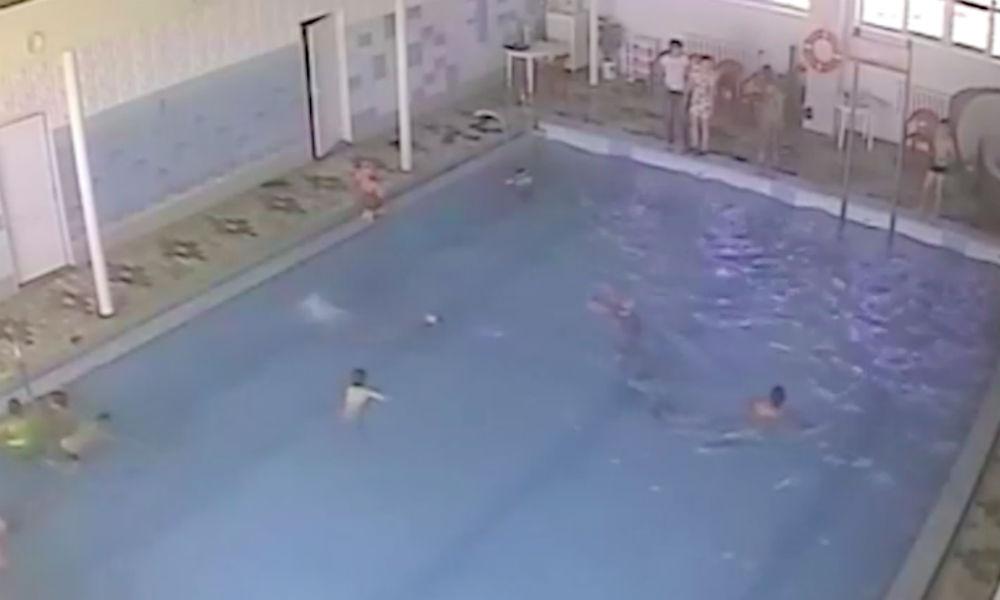 Инцидент с пролежавшим на дне бассейна 5 минут мальчиком в Башкирии привел к уголовному делу