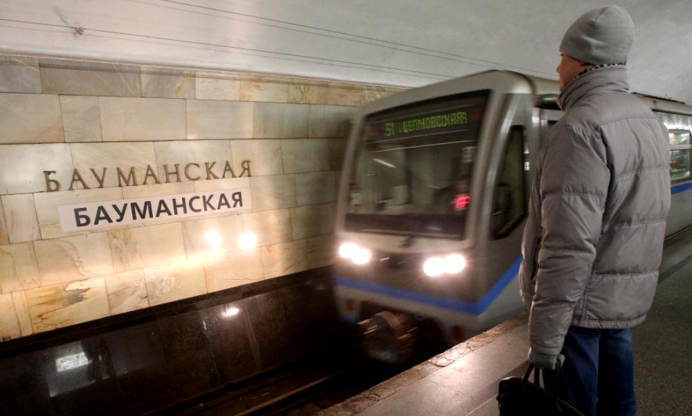 Сбой в московском метро произошел из-за девушки, которая прыгнула под поезд на станции «Бауманская»