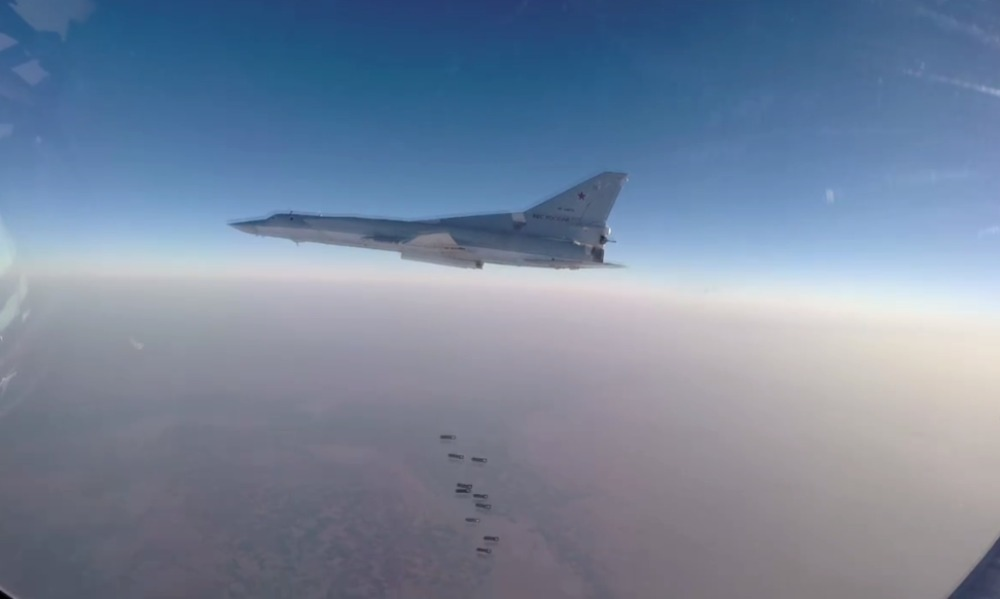 Бомбовый удар дальних бомбардировщиков Ту-22М3 по Ракке попал на видео
