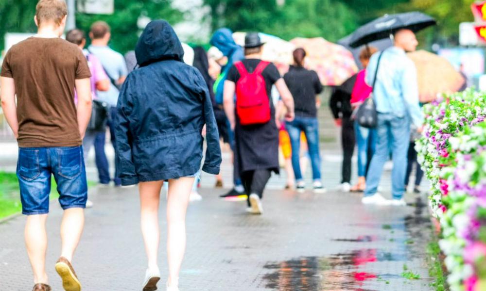 Похолодание и дожди в последние дни лета спрогнозировали в Москве синоптики