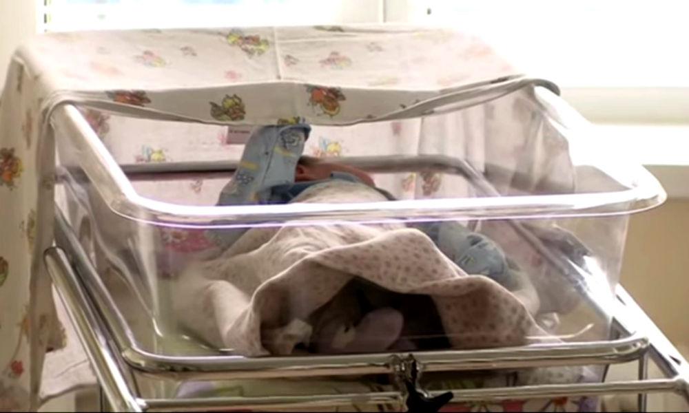 Многодетная мать бросила новорожденную дочь на улице Красноярска после ухода мужа