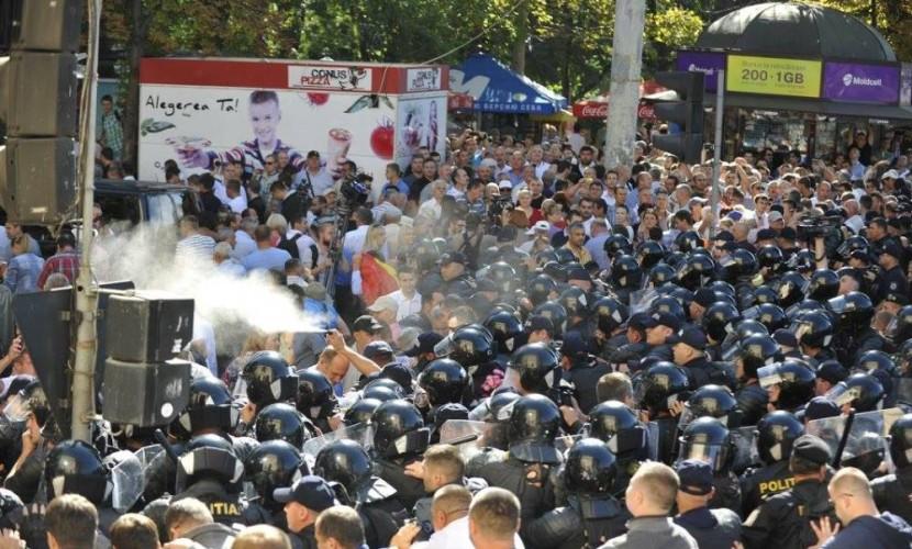 Опубликовано видео массовых столкновений граждан с полицией во время празднования в Кишиневе
