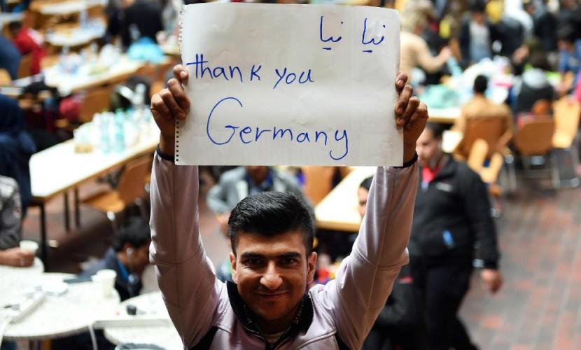 Германия заявила о намерении принять еще 300 тысяч мигрантов до конца года