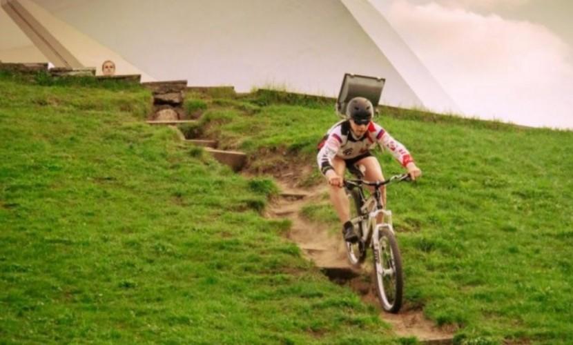 Видео экстремального спуска велогонщика с Кургана Бессмертия возмутило жителей Брянска