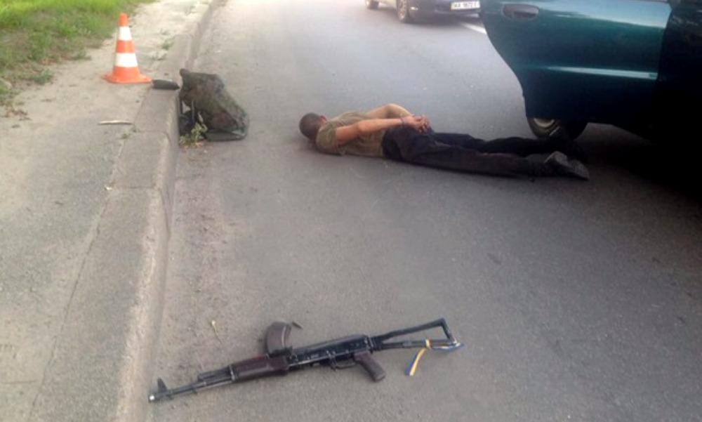 Пьяный военнослужащий открыл стрельбу из автомата в такси Харькова