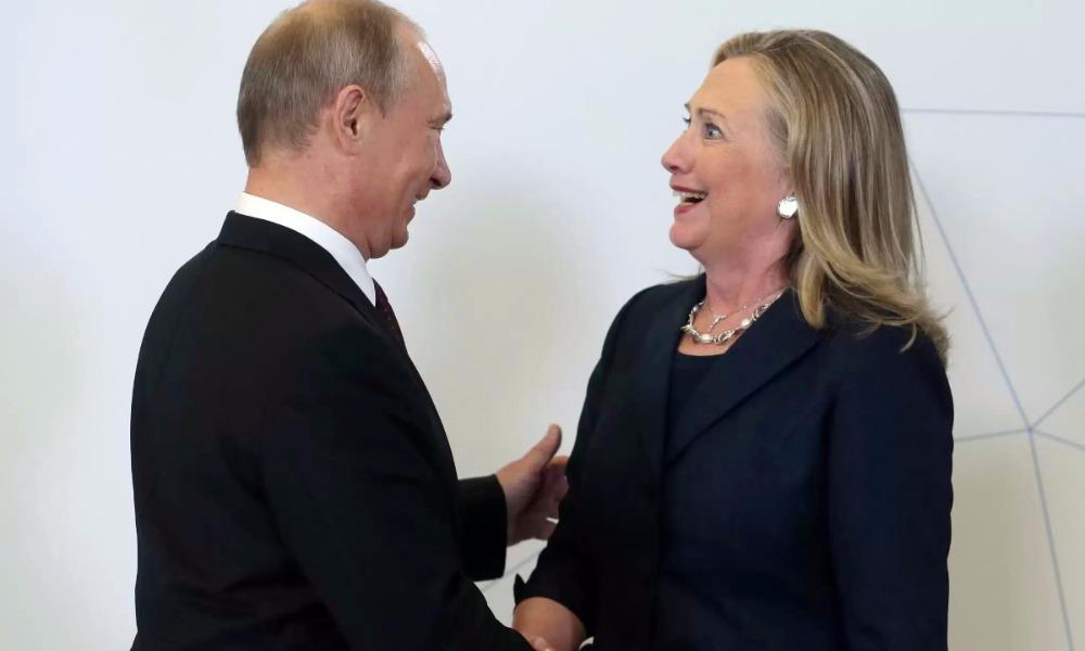 Клинтон удостоила Путина звания