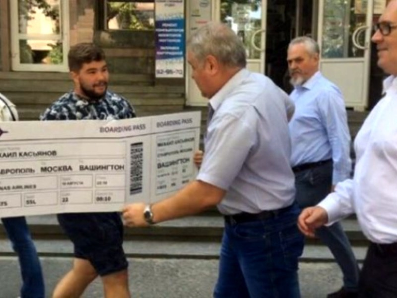 Касьянову «порвали рубашку» перед встречей со сторонниками ПАРНАСа в Ставрополе