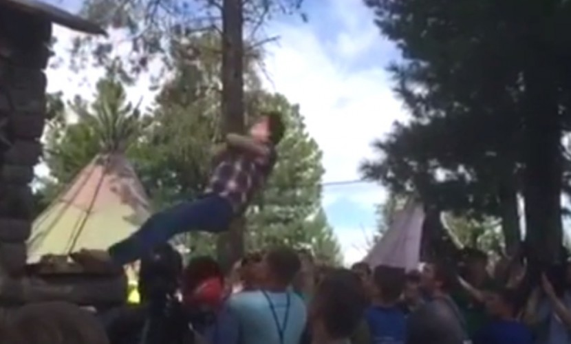Комарова прыгнула втолпу намолодежном пленуме