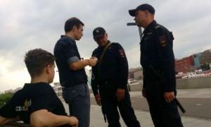 Актера из сериала «Универ» задержали в центре Москвы за разговоры о «закладке бомбы»