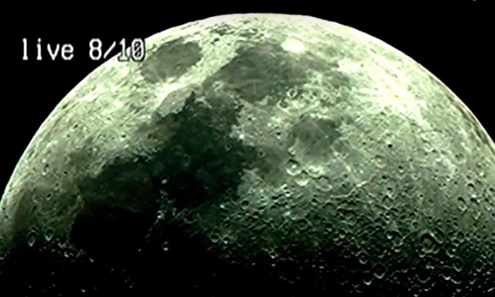 Черный НЛО с «инопланетянами-колонизаторами» стремительно пролетел над Луной и попал на видео