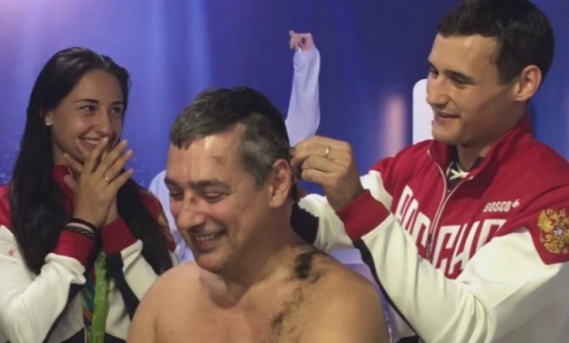 Чемпионы Игр в Рио Егорян и Сафин побрили наголо тренера сборной России по фехтованию
