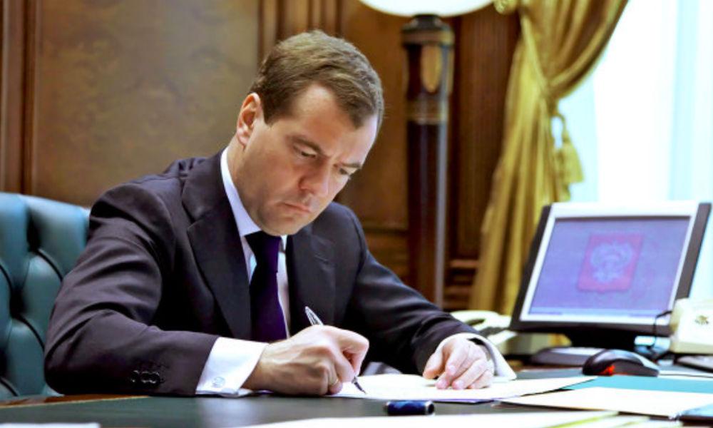 Медведев отменил запрет на чартерные полеты в Турцию
