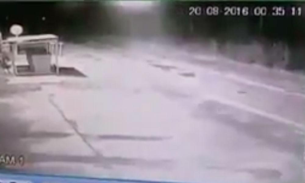 Загадочные НЛО взбудоражили яркими вспышками охранников предприятия на Ямале и попали на видео