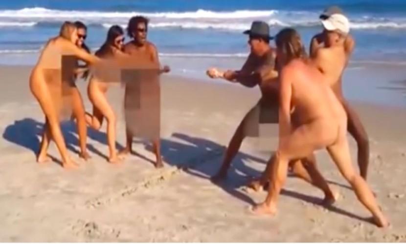 Нудисты показали на видео «Голую» Олимпиаду на пляже Рио-де-Жанейро