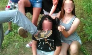 Пермские школьники поставили избитую сверстницу на колени и устроили с ней фотосессию