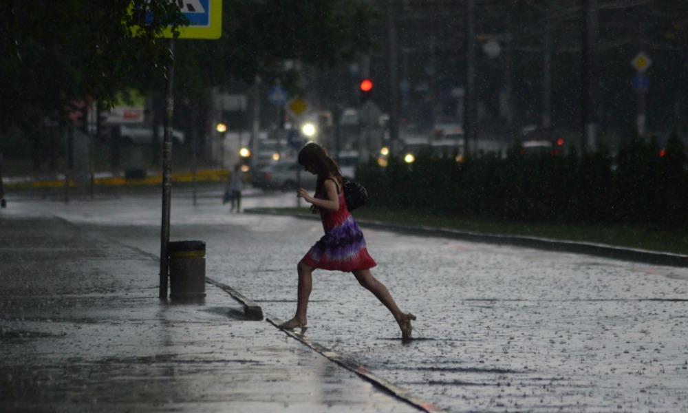 В Росгидромете заявили о надвигающемся на столичный регион холодном атмосферном фронте с грозами