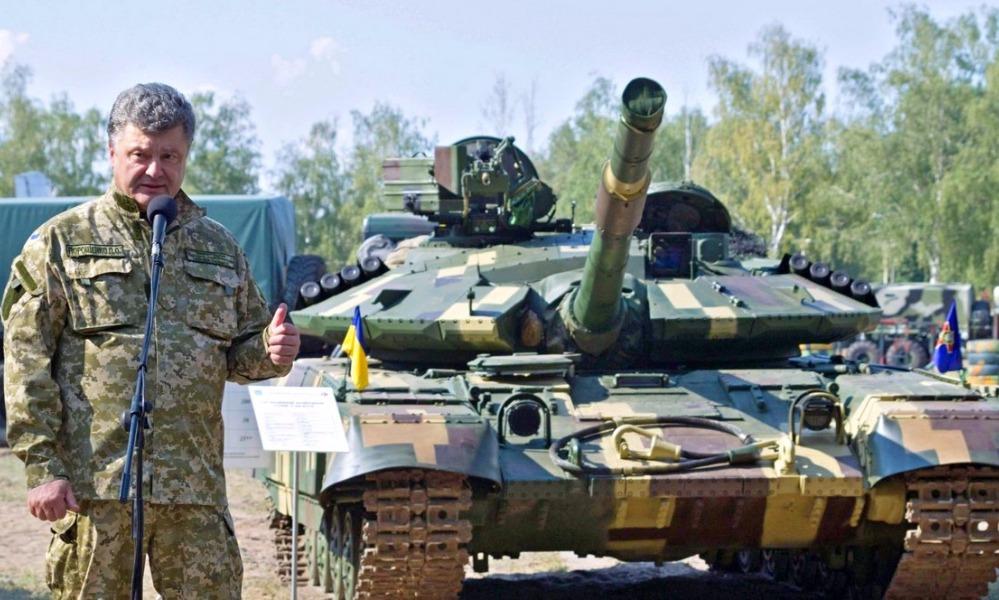 Порошенко сообщил в Twitter о приведении в усиленную боеготовность военных на границе с Крымом и в Донбассе