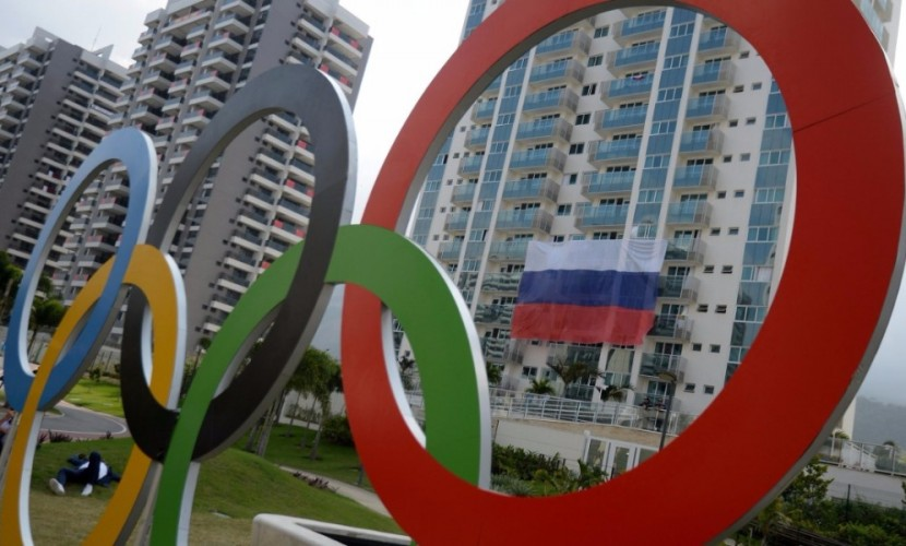 В Олимпийской деревне в бразильском Рио сорвали и впоследствии украли российские флаги