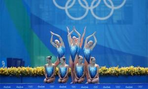 «Девочка молодая»: глава федерации пообещал помочь с жильем продававшей «олимпийское» авто синхронистке